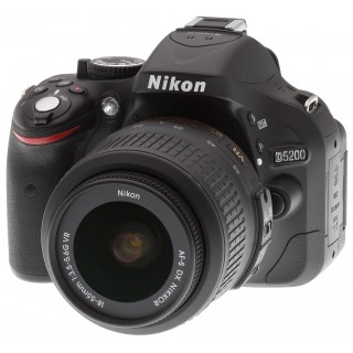 Nikon D5200 with 18-55mm Lens (London Used)